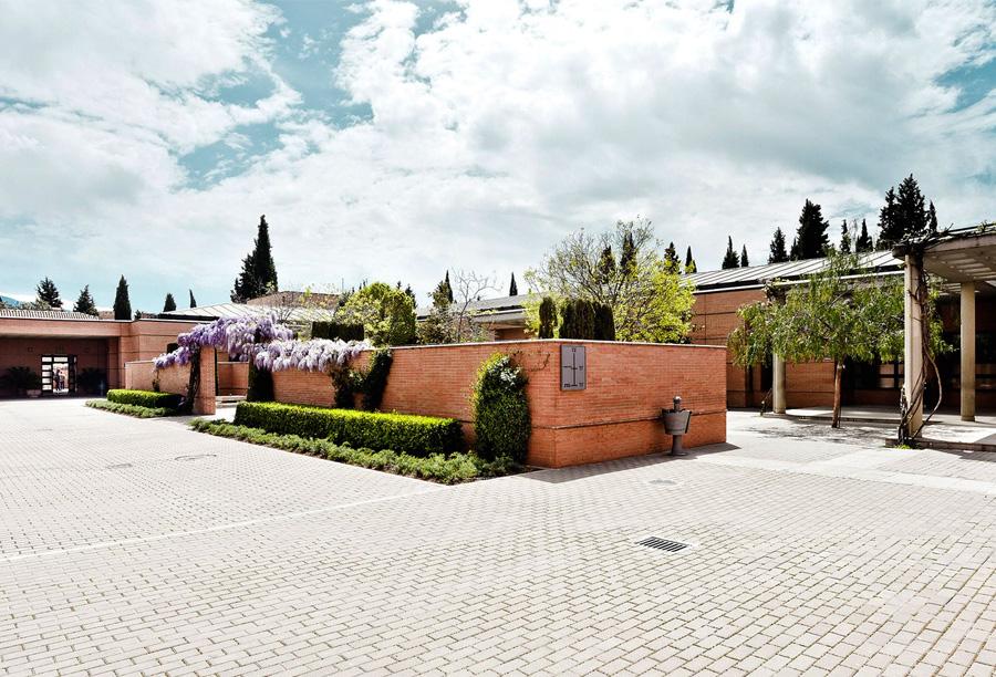 1995: Construcción del Cementerio San José de Granada